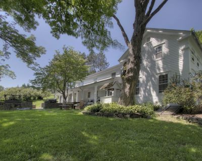 Heated Pool /Hot Tub/20 acres/Fiber Optic/Chef by Arrangement/Close to golf - Chatham