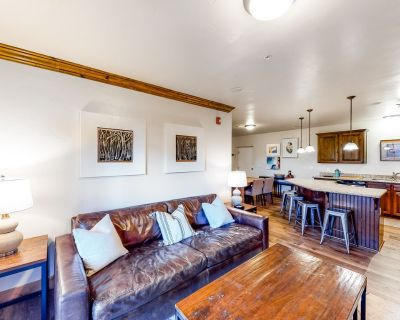Dog-friendly townhouse with gas fireplace, shared hot tub & pool, and grill! - Bear Hollow Village
