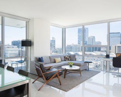 LEVEL One Bedroom Deluxe Corner Suite + Balcony - Downtown Los Angeles
