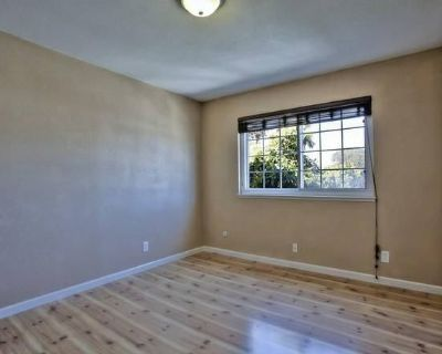 ROOM for Rent in a Beautiful Remodeled Townhouse