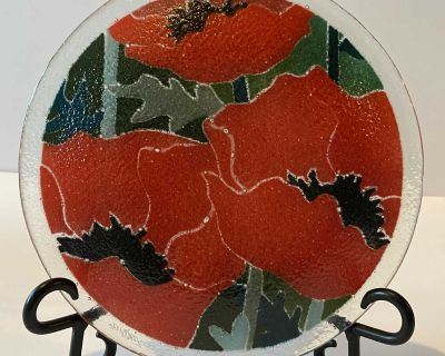 """8"""" Peggy Karr Signed Fused Glass """"Red Poppies"""" Plate"""