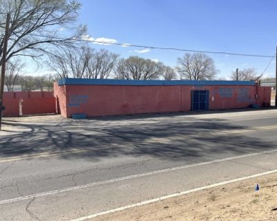 South Valley Commercial Property w/ Fenced Yard 3830 sq ft