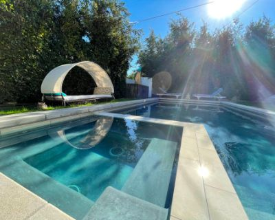 Magical Backyard of Mystic Manor w/ Pool, Hot-tub, and Fire Pit, Venice, CA