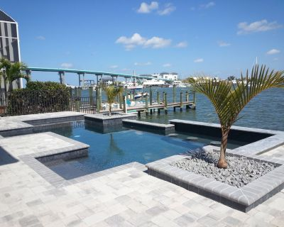 Amazing Bay Views, Pool, Private Boat Dock, Walking Distance to Times Square - Fort Myers Beach