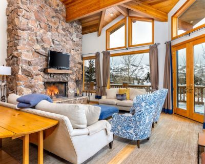 Huge Ski-in/Ski-out Condo! Private ski access, Pool Table, HDTV, this place has it all! - Park City