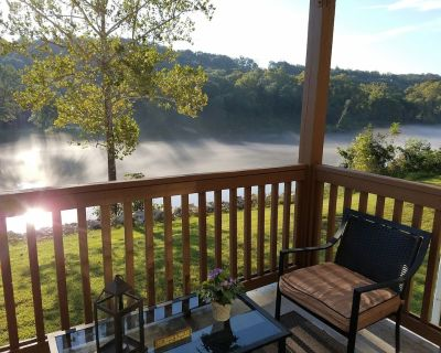 Stunning Lakefront! Pet Friendly! Superior furnishings, NO fees! All new in 2017 - Table Rock