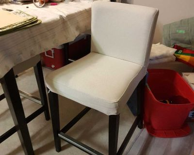 4 bar height linen chairs and square table