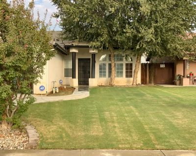 Private room with own bathroom - Bakersfield , CA 93312