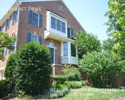 Bright and Spacious End Unit Townhouse at Tyson's Corner!