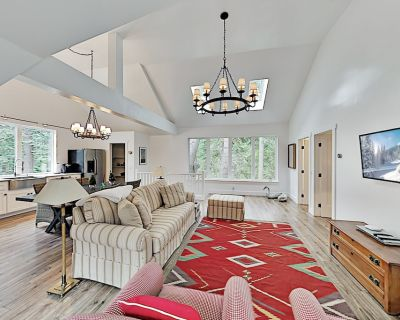 Wooded Getaway in Sky Forest   Luxurious Interior   Minutes to Lake - Skyforest