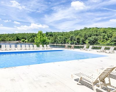Close to Silver Dollar City- The Perfect Retreat! fireplace, pools - Branson West