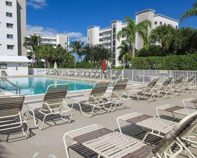Casa Marina 2B/2B Island Retreat Has Water Views! Heated Pool, Elevator, Free WiFi, Walk to Beach! - South Island