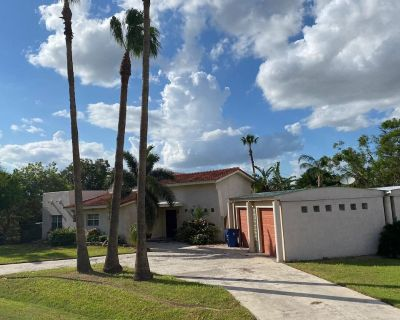 Casa Del Sol beautiful Spanish house with pool - McAllen