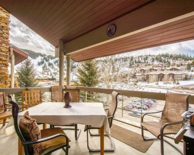 Free ZIP Line Tours Penthouse w Private Hot Tub, 2 Decks, Outdoor Grill, Mountain Views, Keyless - Park City