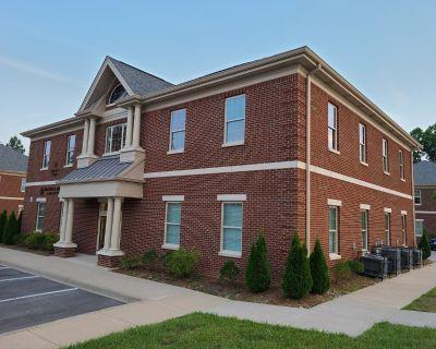 Nearly New Office Condo in Lyndon