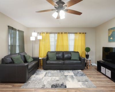 Spacious Hillcrest Home w/ Office Space & Large Yard - West San Antonio