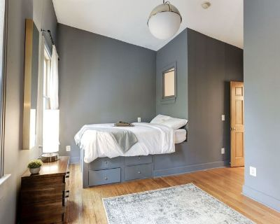 Cozy Queen Room in Capitol Hill Location #139 2A