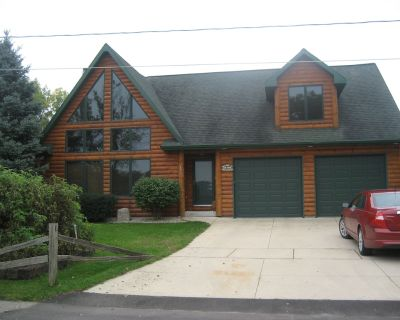 WATERFRONT VIEWS From EVERY Window! CABIN LODGE ON WATER & CLOSE TO EVERYTHING! - Oshkosh