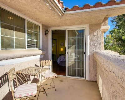 Classic condo w/ gated entrance, mtn. views, private gas grill - dogs welcome! - Palm Springs