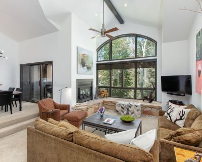 Designer remodel! This beautiful townhome is right on the shuttle to DV! - Park City