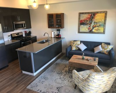Condo With Deck Facing the Mountain, Bike Path and Restaurant Across the Street, 5 min Driving From Down Town - Steel Yards