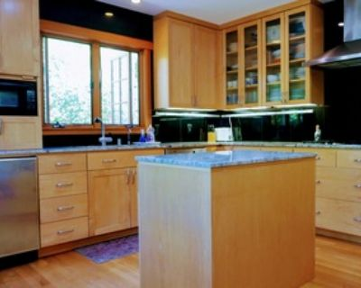 6-month sublet in large Menlo Park house with Stanford alumni.