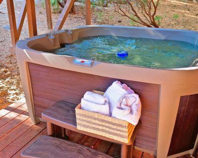Bear's Den Spacious, New Hot Tub NEW LISTING - Pine Cove