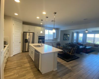 Highly upgraded, single story home features 3 bedrooms, 2 bathrooms + den. - Phoenix