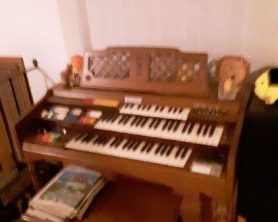 wurlitzer funmate organ and bench
