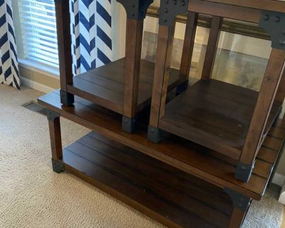 3 pc table set. Coffee and two side tables