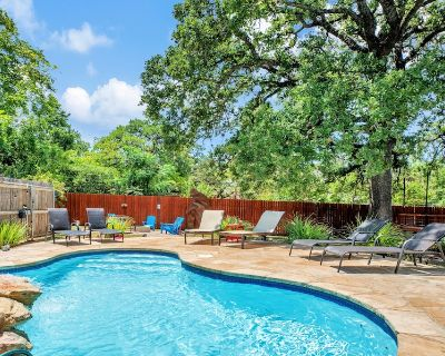POOL, HOT TUB, FIRE PIT, PET FRIENDLY, THIS ONE CHECKS ALL THE BOXES. - Fredericksburg