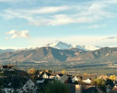 Stunning Mountain Views   Near Air Force Academy   Jetted Tub in Master - El Paso County