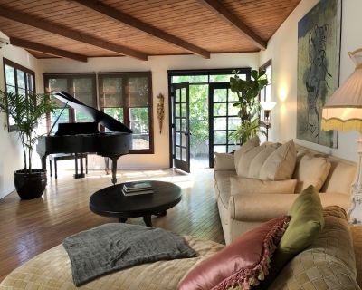 Exclusive, private, gated retreat near Desconso Gardens and Rose Bowl - Chevy Chase