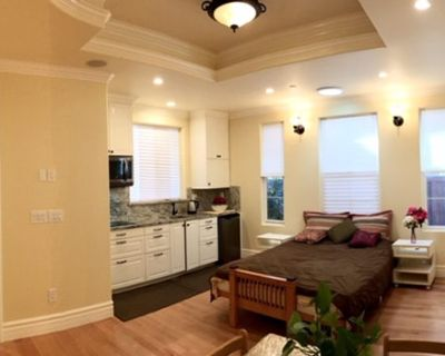 Master Suite w/ Private Full Kitchen, Bath, Entry