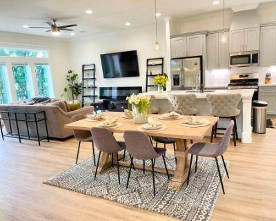 Urban Luxury Lower Midtown Home w/ City Views, Houston, TX