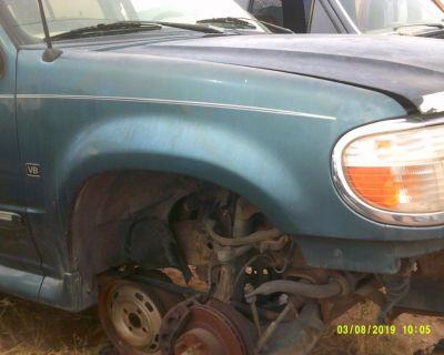1997 Ford Explorer Passenger Side Fender with Lower Molding (PARTING OUT)