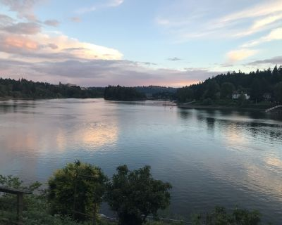 Willamette Riverfront With Stunning View Near Downtown Milwaukie and Sellwood - Historic Milwaukie