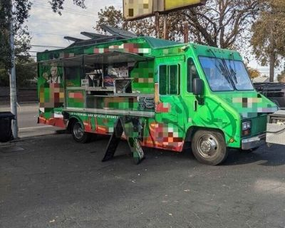 2000 Workhorse 30' Food Truck / Ready to Use Mobile Kitchen