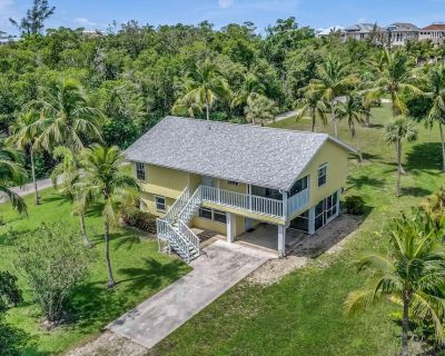 Lovely Two-Level Home Near the Beach w/Free WiFi, Central AC, Private W/D, Patio - Bonita Springs