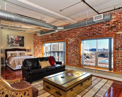 Luxury City Loft Condo - 1BR/1.5BA - Downtown Norfolk
