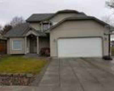 Hermiston Real Estate Home for Sale. $325,000 3bd/3ba. - Debora Wood of