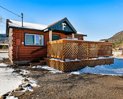 Lovely log cabin with private hot tub & deck - dogs, hikers & skiers welcome! - South Fork