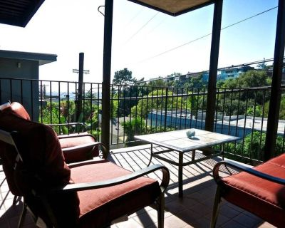 WeHo Apt w Private Patio & Views on top of Sunset - Hollywood Hills West