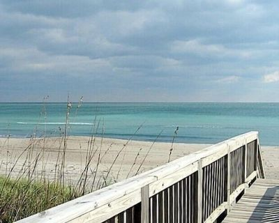 Pet Friendly And Cozy Oceanfront Cottage w/Views From Nearly Every Room - Emerald Isle