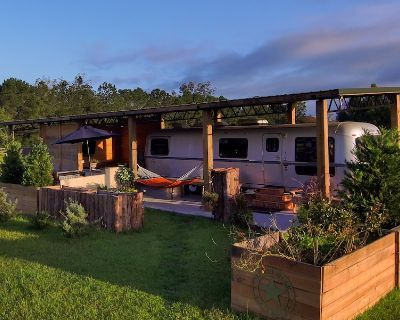 Silver Star Glamping at its best ! Huge 30ft Airstream with everything and more - Fairhope