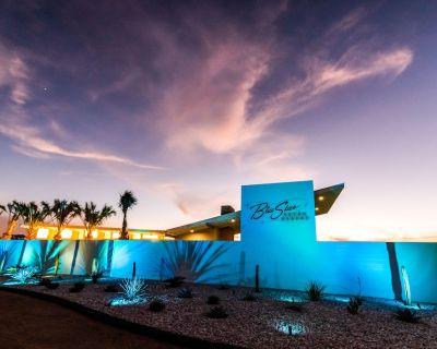 Retro resort w/ five renovated 1961 Shastas, WiFi, pool & outdoor fireplace! - Willow City