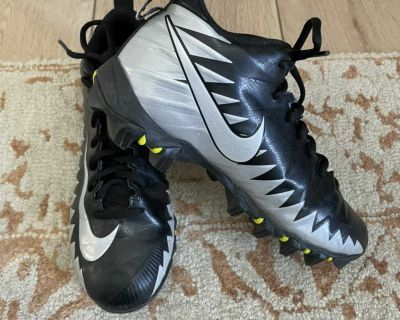 Boys Size 5 Football Cleats, worn only one season for 5 games. Nike Alpha
