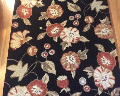 Floral Area Rug - approximately 5ft x 7ft