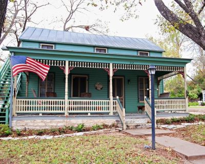 Second Home Guesthouse   1.5 Blocks from Marktplatz   Children 12+ only - Fredericksburg