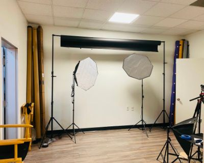 Comfy Studio Space for Small Photo/Video Shoots or Meetings or Small Workshops., Marietta, GA